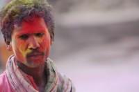 Holi - kolorowy proszek pierwotnie był pyłem kwiatowym