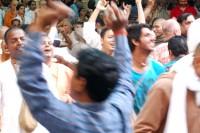Rytmiczne tańce w kręgu niczym radosny trans